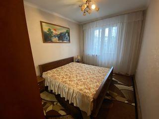 Apartament cu 3 camere, str. columna, centru