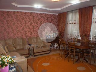 Buiucani - casa 2 nivele - 118,6 m.p - 8 ari - Dumbrava