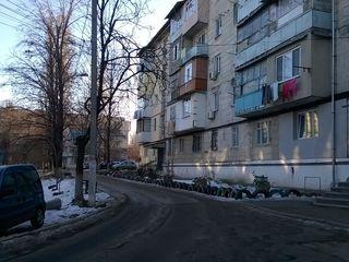 Евроремонт, 30 кв.м, середина, этаж  2 из 5, цена 18800 евро, освобождена!!!