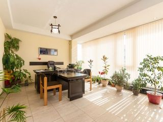 Arenda 4 oficii + sala de conferință + bucătărie. Suprafața 154 mp. Zona Chișinău, Riscani