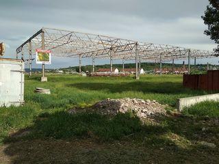 Продается  участок земли с строением (модуль) в г.Бэлць