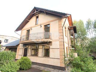 Chirie casă cu 3 nivele, 417 mp, Buiucani, 2500 €