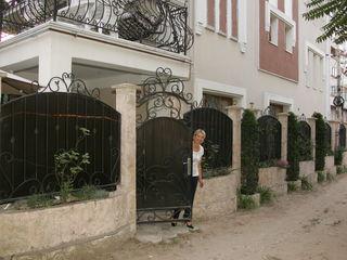 Casa moderna cu 3 nivele, Centru, Linga str. Izmail, Chirie et.1;   70 mp