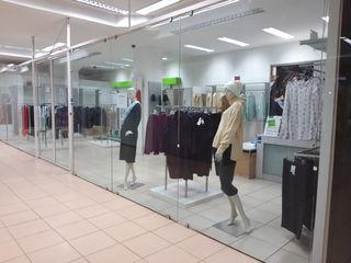 Магазин одежды с оборудованием и манекенами, 60 м. Jumbo 3-й этаж.