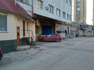 bd. Dacia/Decebal. Складские-коммерческие помещения общей площадью 381 м2, по 750 евро за м2.