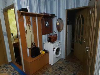 Продаётся 3-комнатная квартира, Флорешты