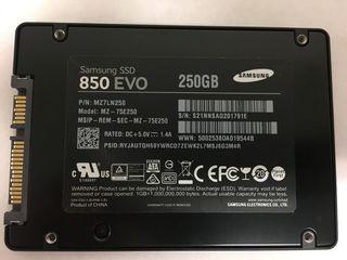 "SSD ,HDD pentru 2,5"" laptop,3,5""  PC"