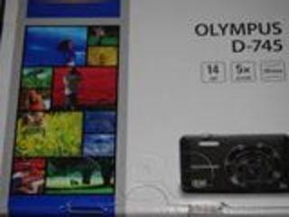 Новый фото апарат в коробке . Olimpus D - 745