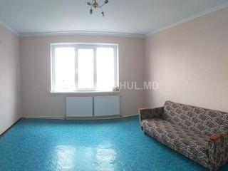 Продам 3-х комнатную квартиру в самом центре города-40000