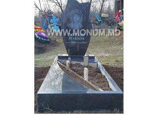 Monument calitativ- cu portret, inscriptie 5000