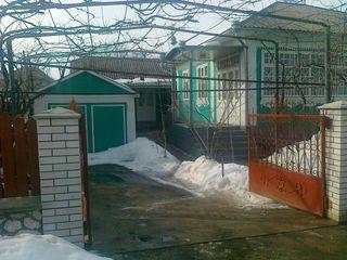Vind casa buna sau schimb + lot de constructii in or.Glodeni.