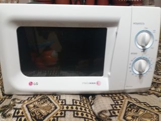 """Продаю микроволновую печь """"LG""""."""