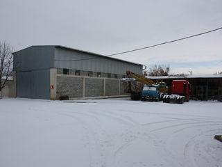 ARENDA baza(posibil pe bucati )cu 3 oficii,depozit,,frigider.Производственная база с офисом