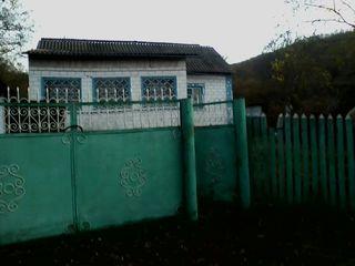Se vinde casă la 45 km de Chișinău și 5 km de Hîncești cu 5500 euro