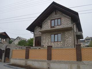 Casă de vânzare în Dumbrava, 300mp+7 ari, zonă rezidențială !