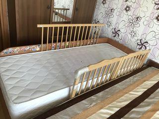 Детская кроватка б/у с матрасом новым