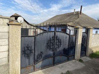 Casă de locuit cu teren de 1 hectar - 25 km de Chișinău