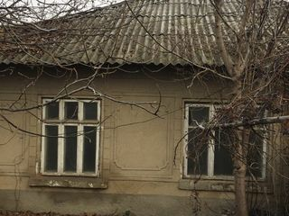 Срочно! продам дом 70м2 ул Мира, 3 комн + гараж,  первая линия без ремонта 11000