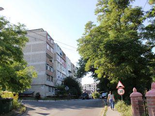 Apartament cu 3 odai la Telecentru, autonoma + 2 garaje - schimb...