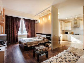 Сдаётся посуточно просторная однокомнатная квартира в Центре города на улице Штефан чел Маре 1 !!!