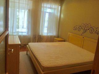 В центре сдаем 2-комнатный дом, автономное отопление, евроремонт, 250