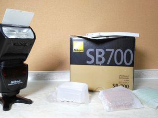 Вспышка в упаковке Nikon Speedlight SB-700