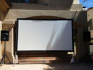 Video proiector și ecran de proiecție video 4x3 m în chiriere