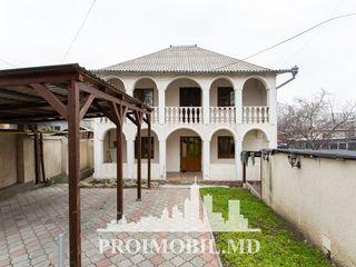 Centru! casă 2 nivele, 3 camere, stare locativă foarte bună! 150 mp + 4 ari!