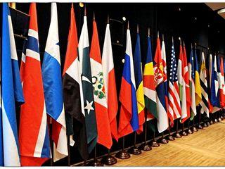 Офисные, кабинетные флагштоки на 1,2,3 флага. Флаги и флагштоки напольные.