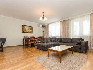 Chirie, apartament cu 3 odăi, Centru str. P. Movila,  800 €