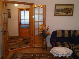 Vând apartament cu 4 camere + garaj la Orhei