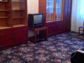Сдам 1 комнатную в центре города, с мебелью, горячая вода, без отопления, стиральной машины нет, опл