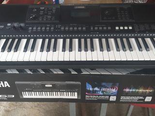 Pian digital Yamaha PSR-E463 (+ Power Supply)