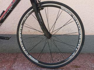 Отличные колеса Vuelta Crosser 700C. Италия. Втулки XRP  24 спицы. Ось с эксцентриком.