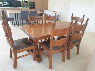 Masa cu 6 scaune,lemn masiv.