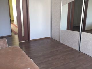 Vind apartament cu 2 camere!!! mobilat - gata de locuit