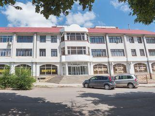 Продаётся магазин общей площадью 500 м.кв  в центр города бэлць бывший магазин corona(fidesco)