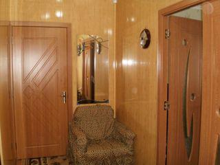 Продается 2-х комн квартира. Леова. 4-й этаж. Дом 143 серии. 2 балкона. Подарок гараж с кап ремонтом