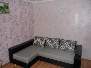 Vind apartament cu o camera se afla in mijloc la cumparator real mai cedez se poate si fara mobila