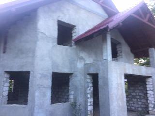 Spre vînzare casă situată într-o zonă foarte liniștită și ecologică.