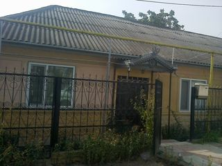 Se vinde casa in Hincesti (centru)