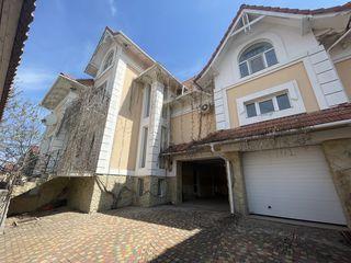 Duplex, codru, zonă privată - proprietar