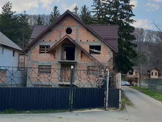 Brașov pe Chișinău - 300m+4 ari+communicații. Zona ,,bun loc. Pe casă Chișinău sau teren 185000 eu