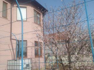Vînd casă cu 2 nivele/ продам дом 2 этажный/17 km de la chișinău,  trasa orhei
