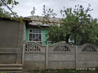 Продается половина дома в г. Калараш. Район Центр. Все удобства. Цена договорная. Без посредников.
