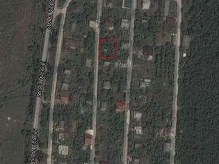 Приватизированный участок 6 соток, есть летний домик 2 этажа, 2 км от Кишинева