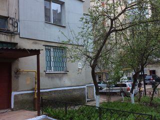 Vind apartament cu 3 camere!! Apartamentul se afla in Soroca