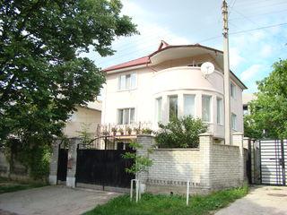 Râșcani- Universitatea Agrară, casă - mobilată și utilată 255mp cu 3 ari, la 149000€!