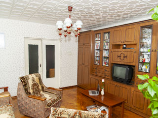 4-х комнатная. Рышкановка. 100 кв.м. 1-ый этаж. 3 балкона.