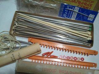 Спицы для вязания и эти пуговицы